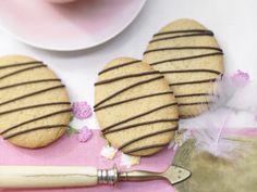Gebackene Marzipan-Ostereier - mit Schokolade - smarter - Kalorien: 78 Kcal - Zeit: 30 Min. | eatsmarter.de