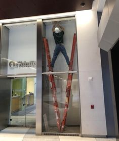 29 Safety Failures That Would Give OSHA Nightmares - The internet has generated a huge amount of laughs from cats and FAILS. And we all out of cats. Funny Fails, Funny Memes, Jokes, Construction Humor, Safety Fail, Bizarre, Health And Safety, Cool Photos, Interesting Photos