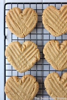 Heart Shaped Peanut Butter Cookies Chocolate Chip Cookies, Chocolate Cookie Recipes, Peanut Butter Cookie Recipe, Easy Cookie Recipes, Peanut Cookies, Dessert Recipes, Icing Recipes, Cookie Ideas, Valentines Day Treats