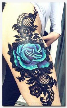 60 sehr provokative Rose Tattoos Designs und Ideen - Schwarze und blaue Rose Tattoo Designs am Oberschenkel - Rose Tattoo Thigh, Flower Thigh Tattoos, Leg Tattoos, Body Art Tattoos, Sleeve Tattoos, Bird Tattoos, Star Tattoos, Tatoos, Tattoo Flowers