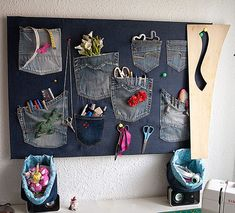 Image about art in ♥♥♥diy♥♥♥ by 🎀 𝒴𝒶𝓃𝒶 𝒜𝒹𝒶𝓂𝓈 🎀 Jean Crafts, Denim Crafts, Fabric Crafts, Sewing Crafts, Sewing Projects, Artisanats Denim, Denim Ideas, Recycle Jeans, Diy Couture