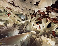 Crystal Cave in Mexico OH my GOODNESS I WANNA PLAY IN HERE! i would live here inside of one of these if i could.
