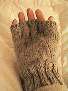 Men's Fingerless Gloves (except finish fingers, seed stitch in palm, cables on back) Fingerless Gloves Knitted, Crochet Gloves, Knit Or Crochet, Knitted Hats, Knitted Mittens Pattern, Knit Mittens, Knitting Patterns, Sweater Patterns, Knitting Accessories