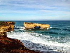 LONDON BRIDGE  Great Ocean Road - VIC Australia . Natural Wonders of The Great Ocean Road. Victoria Australia. . Paisagens pela Great Ocean Road. Victoria Austrália. . #australia #australesius2016 #australiatravel #aussietrip #oz #greatoceanroad #victoria #vic #victoriaaustralia #londonbridge #worldtravelpro #igersaustralia #peterborough #mochileiros #mochileirosgrupofechado #brnomads #brazilnomads #australianomads #portcampbell  #visitaustralia #worldnomads #londonbridgegreatoceanroad…