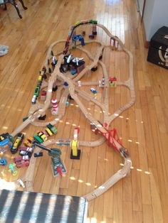 1000 Images About Toy Train Set Layouts On Pinterest