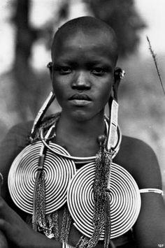 "Africa | Nende Woman, Uganda. 1920s. || Vintage postcard; photographer C Zagourski. No 127 / Series 2 ""L´Afrique qui disparaît"""