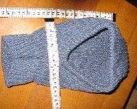 Hallo, hier habe ich eine Schlupfmütze,eine uralte Anleitung von meiner Mutter, weiß aber nicht, ob daß ihr eigener Entwurf ist.  Maschenprobe: 30M/34R=10x10cm (Nr.3-4) Gr. 86-98  122M anschl. und für den unteren Rand 5cm str 2re, 2li stricken. Dann…