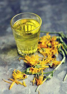 Ringblommor, mandelolja och olivolja = Ringblomsolja