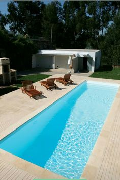 Check out tons of simple swimming pool ideas that wil totally inspire you! Pick the best idea that you really love and build your dream pool now! Inground Pool Designs, Backyard Pool Designs, Small Backyard Landscaping, Swimming Pool Designs, Landscaping Ideas, Small Swimming Pools, Swimming Pools Backyard, Kleiner Pool Design, Rectangle Pool