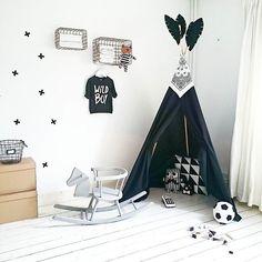 Project, DIY Tipi: ✔ . . . #diy #tipi #missionaccomplished #binnenkijken #myhome #boysroom #kidsroom #monochrome #monochromekids #kidsroominspo #interior4all