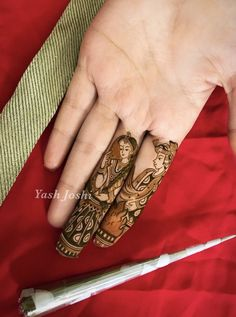 Not a fan of dulhan/dulha mendhi designs usually, but this is pure artistry Stylish Mehndi Designs, Dulhan Mehndi Designs, Wedding Mehndi Designs, Beautiful Mehndi Design, Best Mehndi Designs, Mehndi Designs For Hands, Mehendi, Mehndi Design Pictures, Mehndi Images