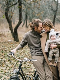 New Photography Family Outfits Pictures 22 Ideas Autumn Family Photos, Unique Family Photos, Outdoor Family Photos, Fall Family, Fall Photos, Adult Family Photos, Family Photo Sessions, Family Posing, Family Portraits