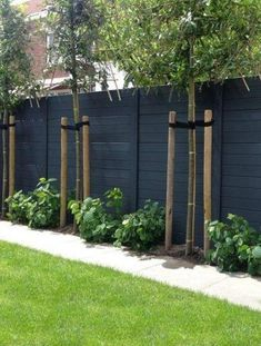 great backyard privacy fence design ideas to get inspired 29 backyard design diy ideas Backyard Privacy, Backyard Fences, Garden Fencing, Front Yard Landscaping, Landscaping Ideas, Outdoor Landscaping, Fenced In Backyard Ideas, Garden Bed, Easy Garden