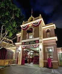 Hardcore Disneyland aficionados already know about the secret apartment above the fire station on Main Street USA where Walt Disney and his family used to hide out, but today the Huffington Post. Disneyland Opening, Disneyland World, Disneyland California Adventure, Vintage Disneyland, Walt Disney Studios, Walt Disney Company, Disney Secrets, Disney Tips, Disney Love