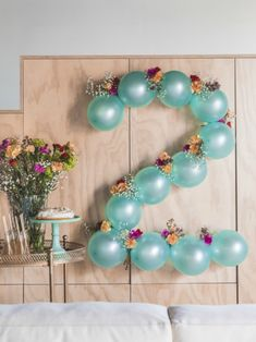 DIY: Flowery balloon garland- DIY: Blumige Ballongirlande Carnations and balloons DIY wall decoration Tollwasblumemach … - Diy Birthday Decorations, Balloon Decorations Party, Balloon Garland, Flower Balloons, Balloon Balloon, 2nd Birthday Parties, Baby Birthday, Birthday Ideas, Balloons For Birthday