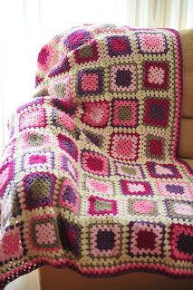 Manta de crochet feta a mà. Hand made Granny square crocheted blanket.