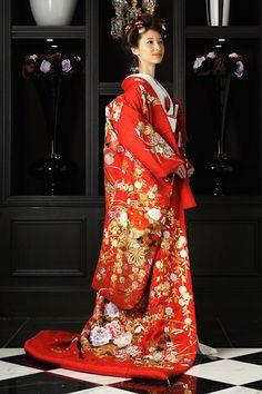 """古式ゆかしく、美しく""""を求める花嫁の間で、和装ウエディングが大人気!花嫁の着物は、柄、色、織り、帯など美術品のように美しいものがたくさんあり、自分らしくコーディネートできるのも魅力のひとつ。今回は、ショップオススメの和装を一挙に紹介します。"""