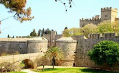 The incredible Old Town of Rhodes is a must see. It was another stop on our 2011 tour of Greece. Old Town Rhodes, Cool Places To Visit, Places To Go, Greece Islands, Greece Travel, Historical Sites, Rhode Island, Wonderful Places, Places Ive Been
