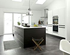 Kitchen   JKE Design   Savona black oak veneer/white laminate :-)