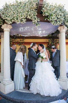 Beautiful sentimental moment under the Chuppah | Destination Jewish wedding in Sorrento, Italy | Smashing the Glass Jewish wedding blog