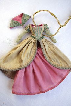 Stunning details and awesome fabric and color choices.  This is just one of many such awesome Blythe dresses.  By kikihalb.