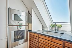 Opulent luxury kitchen under the eaves | Case from uno form
