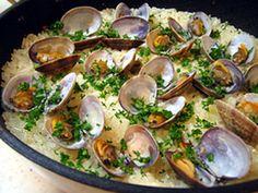 アサリのパエリア Arroz con almejasのレシピ・作り方・食材情報を無料でご紹介しているページです。