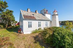(1) FINN – Ærverdig eiendom ved innseilingen til Arendal. Ekte Sørlandsidyll. Fyrvokterbolig med fyrtårn, brygge, naust og anneks.