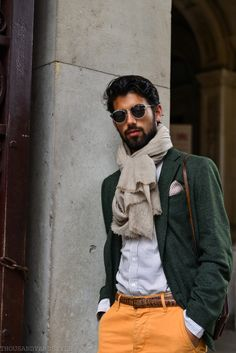 How to Wear a Dark Green Blazer For Men looks & outfits) Moda Formal, Gentleman Mode, Gentleman Style, Sharp Dressed Man, Well Dressed Men, Moda Do Momento, Mode Man, La Mode Masculine, Street Style