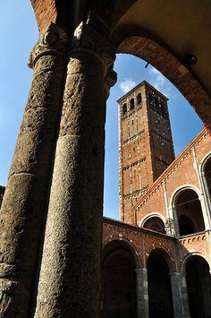 Milano - Basilica di SantAmbrogio (386 AD) | Lombardia