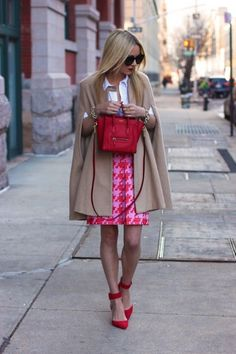 pink and red houndstooth Rosa Rock, Preppy Style, My Style, Style Parisienne, Estilo Preppy, Grey Fur Coat, Prom Makeup Looks, J Crew Skirt, Cozy Winter Outfits