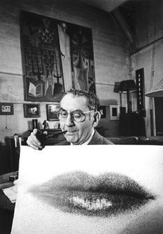 Man Ray in his studio / Selected by www.20emesiecle.be