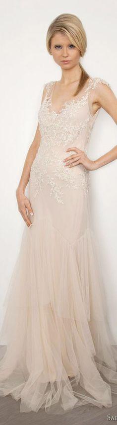 Traumhaft zart präsentiert sich dieses Brautkleid mit ein bisschen Spitze und einem bisschen Tüll. #Brautkleid #Braut #Hochzeit #Bohowedding