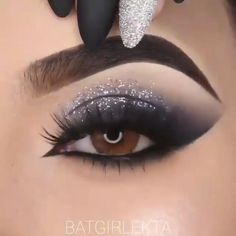 Smoke Eye Makeup, Matte Eye Makeup, Eye Makeup Steps, Makeup Eye Looks, Eye Makeup Art, Skin Makeup, Eyeshadow Makeup, Beautiful Eye Makeup, Silver Glitter Eye Makeup