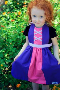 Queen Elizabeth Aprons copyright© 2014 and beyond  The perfect dress-up for your little one! Choose a size from the drop-down menu. Ships 1-7 days after purchase. Priority and Express shipping options available at checkout!  All my materials are MADE IN USA 100% cotton fabrics with grosgrain ribbon ties. Easy to wear and easy to care for! To add your little ones name to your apron order, add this listing to your cart…