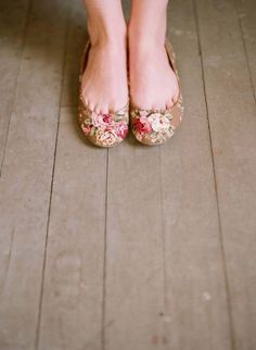 floral shoes, would be very pretty w/o the toe cleavage