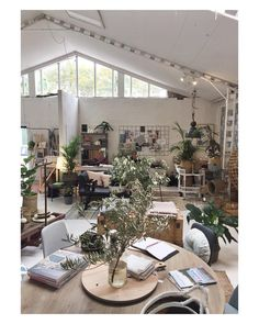 Hands up who'd like to see a #kateandkate Pop Up in this magnificent space in Surry Hills (Sydney) by @the_life_style_edit? #kateandkatepopup coming soon... 🙌🏼💥