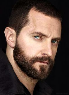 Richard Armitage Challenge for Today: Respond to this photo, or add one of your own, with at least two lines of descriptive poetry, prose..not a limerick...Go!