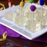 Mergulhados em um pouco de açúcar e servido com palitos festivos, esta receita é perfeita para o Ano Novo ou qualquer ocasião especial. Experimente! Ingredientes 450 ml champanhe (ou prosecco ou espumante) 1 colher (sopa) de açúcar 3 envelopes de...