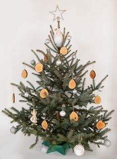 Wooden Christmas Ornaments, Christmas Wreaths, Christmas Decorations, Christmas Tree, Holiday Decor, Handmade Wooden, Handmade Gifts, Shops, Natural Christmas