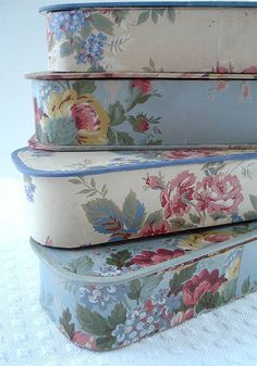 I love to use pretty boxes and containers in which to store my craft supplies. These vintage glove and hankie boxes provide wonderful storage and also look so beautiful sitting on my shelves. They are covered in flowery vintage wallpapers. Vintage Diy, Vintage Shabby Chic, Shabby Chic Decor, Vintage Modern, Vintage Floral, Fabric Covered Boxes, Fabric Boxes, Fabric Basket, Fabric Storage