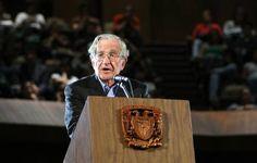En conferencia en la UNAM, Noam Chomsky dijo que el TLC es un arma de EU para controlar a México y trazó brillantemente la historia de la política expansionista de su país.