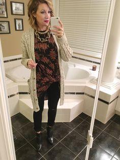 #LuLaRoeCarly #StyledLooks #MomBlogger #ToWitToWoo