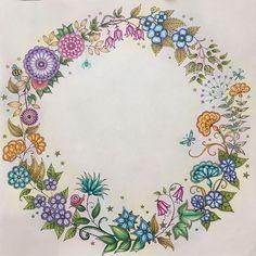 Coroa de flores!!! #jardimsecreto #secretgarden #johannabasford #johannabasfordsecretgarden #florestaencantada #magicaljungle #selvamagica #artecomoterapia #coloriage #coloring #fabercastell #polychromos #lyrarembrandt #arttherapy #amocolorir #livrodecorir #coloringbook #lapisdecor #poscapens #uniball #coloredpencils Faber Castell, Joanna Basford, Johanna Basford Secret Garden, Adult Coloring, Coloring Books, Coloring Pages, Prismacolor, Rembrandt, Book Of Shadows