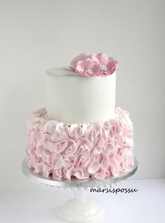 Cake with zucchini bacon and goat's cheese - Clean Eating Snacks Ruffle Cake Tutorial, Baby Girl Christening Cake, Chocolate Hazelnut Cake, Savoury Cake, Baby Birthday, Custom Cakes, Baby Shower Cakes, Beautiful Cakes, Cake Decorating