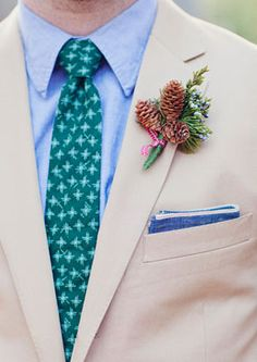 We swoon for a well-groomed gentleman! The suit, the tie and boutonniere are all elements that bring together the big day for the groom-to-be. Rustic Boutonniere, Groomsmen Boutonniere, Boutonnieres, Wedding Boutonniere, Wedding Show, Wedding Groom, Dream Wedding, Wedding Paper, Floral Wedding