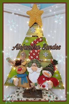 Santa, nieve y reno Christmas Stocking Kits, Felt Christmas Stockings, Christmas Wood, Christmas Crafts, Xmas, Christmas Ornaments, Cold Porcelain, Beautiful Dolls, Decoupage