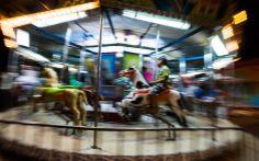 As cores do carroussel ganham efeito   #AmoresRoubados   Fotos da Antônia   TV Globo