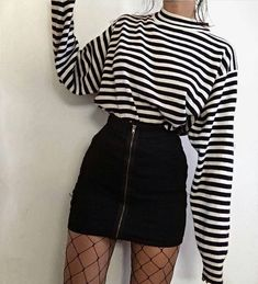 Moda retrô – looks para se inspirar Impressive summer outfits that will save your life completely making you look beautiful, trendy and always ready to impress. Teenage Outfits, Hipster Outfits, Edgy Outfits, Cute Casual Outfits, Mode Outfits, Korean Outfits, Retro Outfits, Grunge Outfits, Skirt Outfits