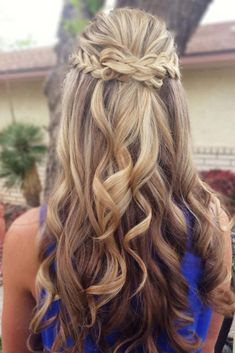 So-Pretty Long Hairstyles for Prom Night picture1